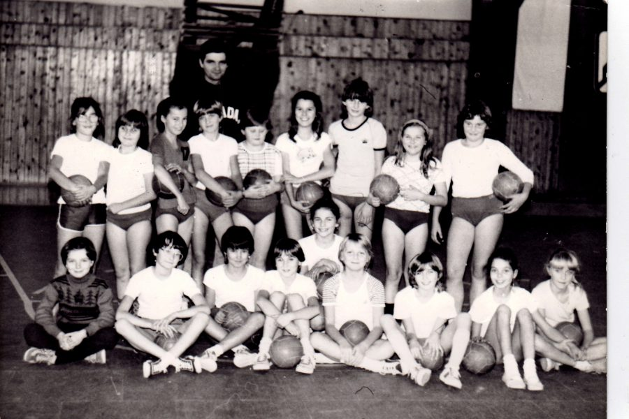 Lánycsapat Diósi Albert edzővel kb 1985-ben